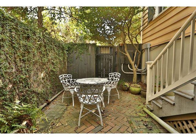 One bedroom home full of architectural details and modern décor - Image 1 - Savannah - rentals