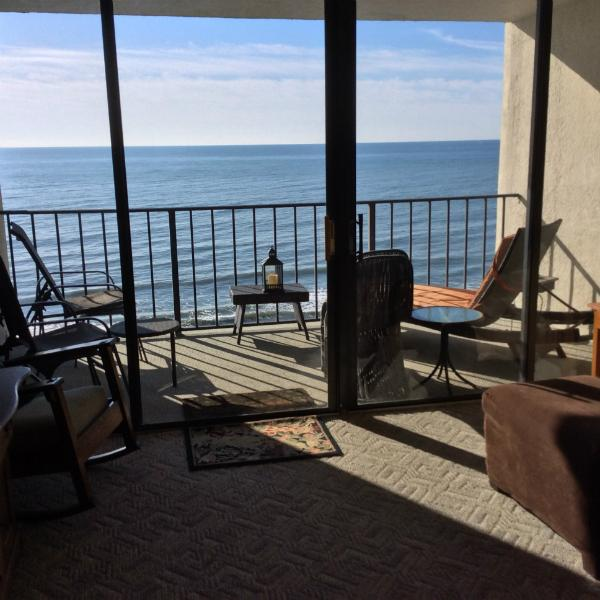 Living Area View - Desirable Oceanfront Vacation Condo_ Myrtle Beach - Myrtle Beach - rentals
