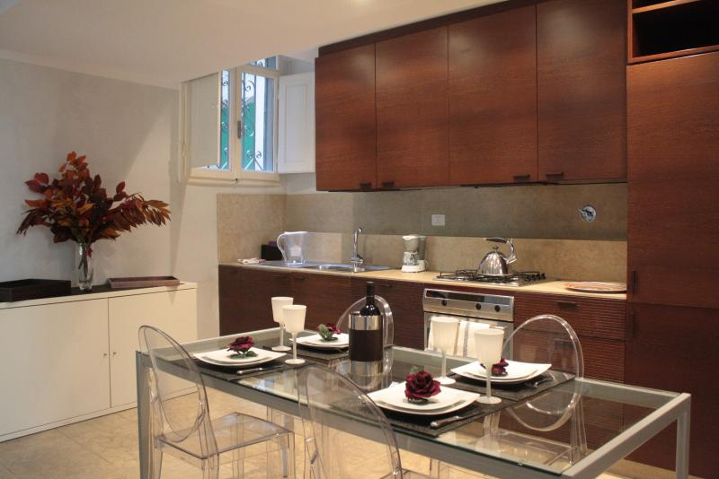 1 Bedroom Vacation Rental at Apartment Magnolia - Image 1 - Florence - rentals