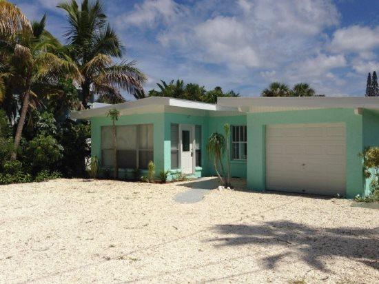 Lazy Days- 5617 Gulf Drive, Holmes Beach - Image 1 - Holmes Beach - rentals