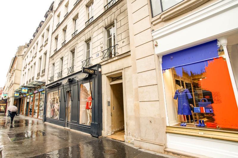 rue de Sèvres, next to Courrege and Hermes - Genuine apartment St Germain des Prés Paris 06 - Paris - rentals