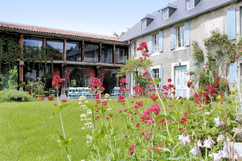 In the Hautes-Pyrénées, large luxury house with unobstructed mountain views and garden - Image 1 - La Barthe-de-Neste - rentals