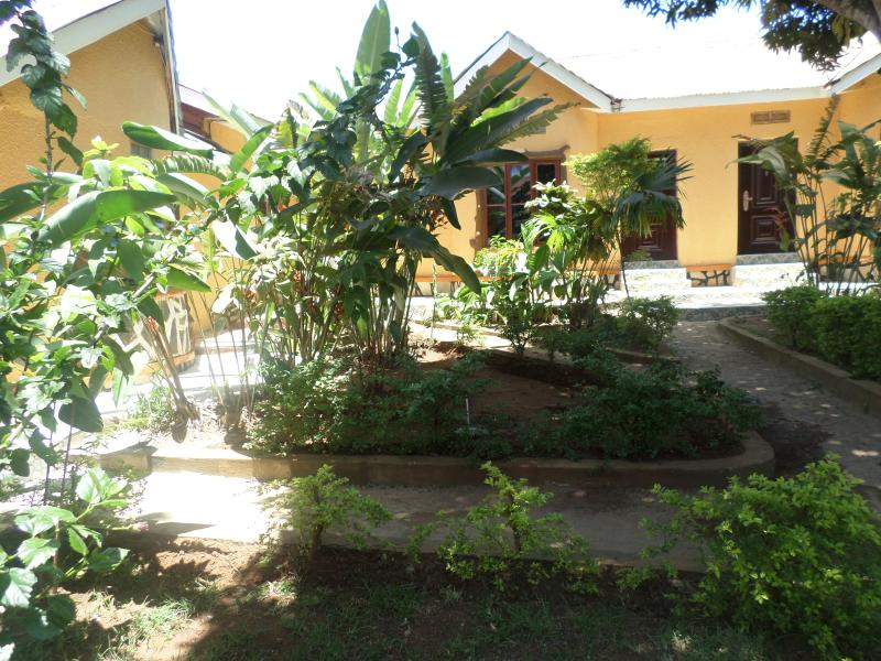 Compound - Beautifull 11 bedroomed Villa to rent in Entebbe - Entebbe - rentals