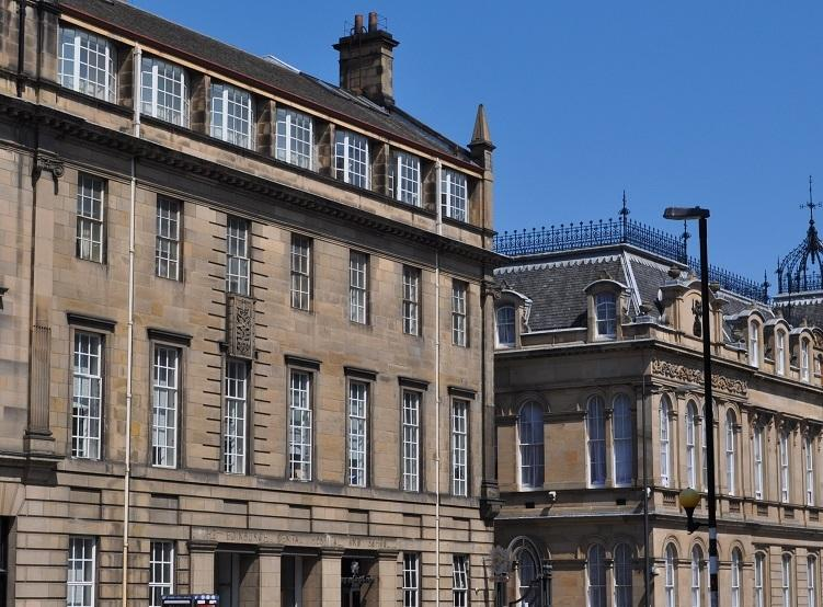 The apartment block is a handsome 1850s sandstone building on Chambers Street - Chamber's Street City Apartment Edinburgh Old Town - Edinburgh - rentals