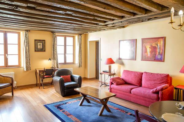 Rue du Temple. Spacious 1 bedroom in the Marais. Classical and peaceful. - Image 1 - Paris - rentals
