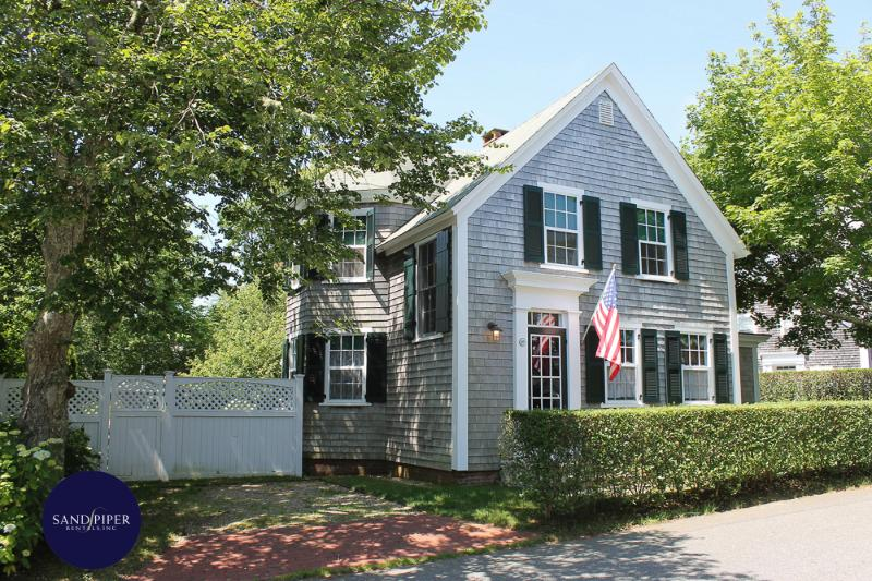 #43 sophisticated appointments with many great amenities - Image 1 - Edgartown - rentals