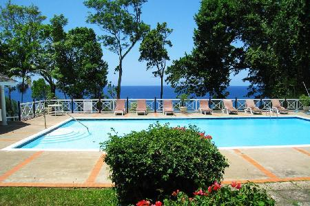 Oceanfront Frangipani on estate with private tennis & mini-golf, freshwater pool & full staff - Image 1 - Ocho Rios - rentals