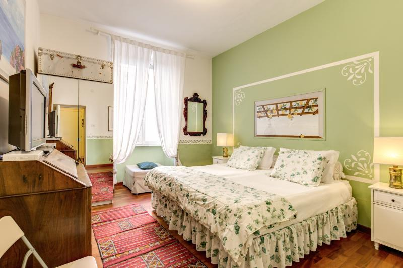"""the """"green"""" room - CENTRAL COLOSSEUM/ROMAN FORUM FAMILY APT WIFI/CELL - Rome - rentals"""
