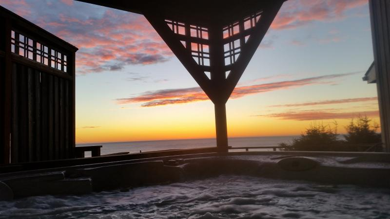 Toddler Friendly, Ocean View/Hot Tub.  $289 - Image 1 - Lincoln City - rentals