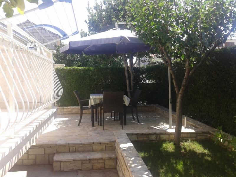 A1(4+1): garden terrace - 04301SUPE A1(4+1) - Supetar - Supetar - rentals