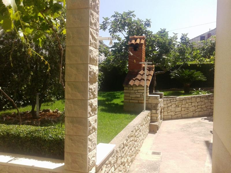 courtyard (house and surroundings) - 04301SUPE A2(4+1) - Supetar - Supetar - rentals