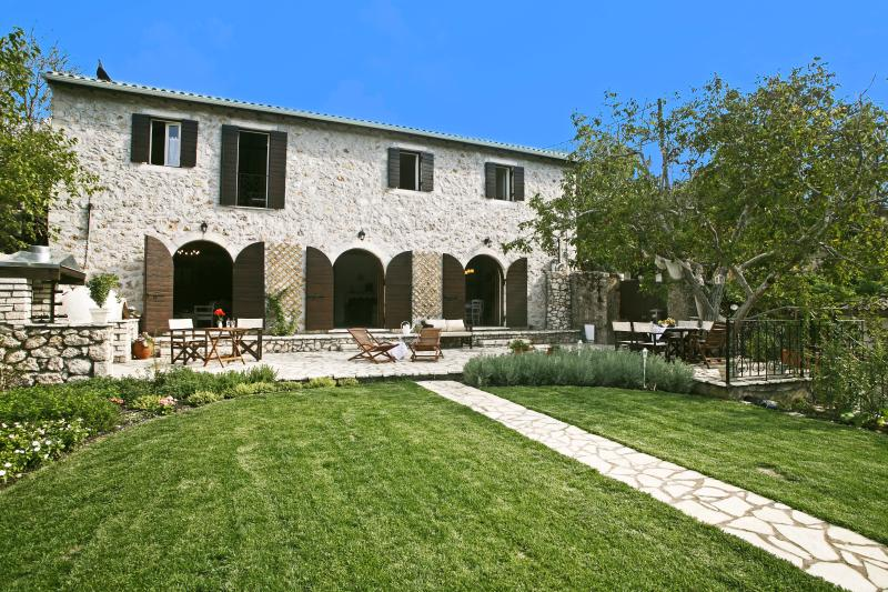 Great historic mansion, luxury with style - Stylish Stone Villa close to Greece's BEST beaches - Lefkas - rentals