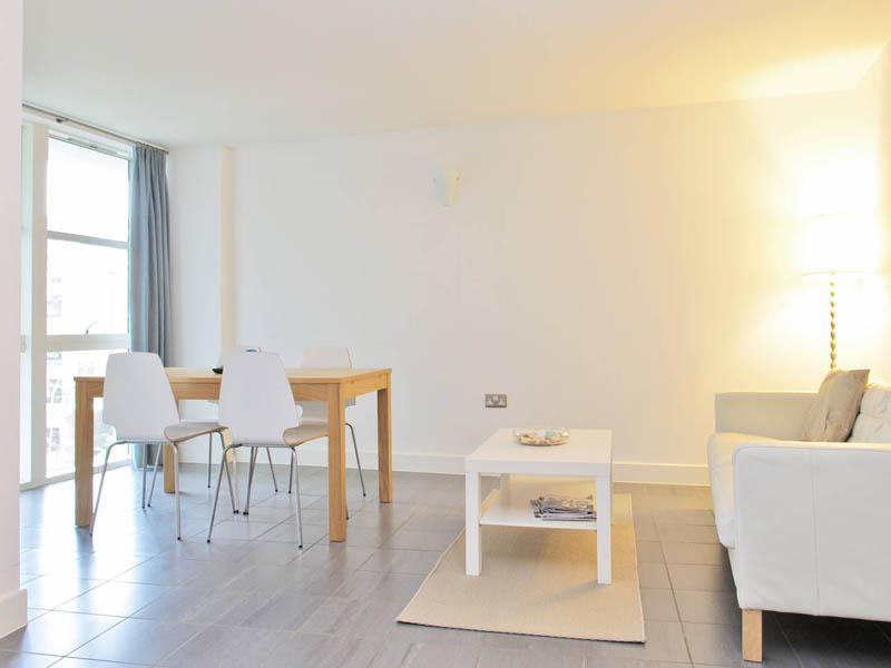 2 Bedroom Apartment at London Bridge - Image 1 - London - rentals