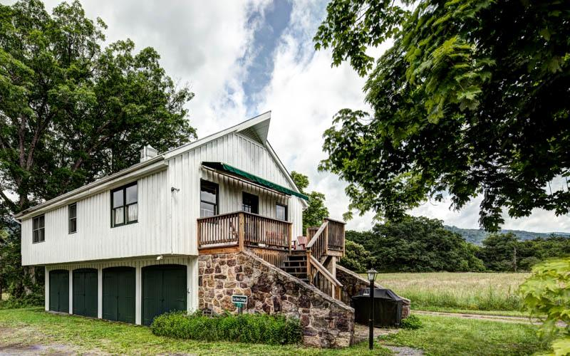 Car Barn - A large 2 bed cottage at the center of Meadow Lane. Access to outdoor pool, swimming holes and tennis court - Image 1 - Hot Springs - rentals