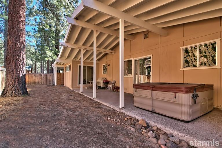 backyard with patio and spa - Ranch Style Home with Spa in Tahoe - South Lake Tahoe - rentals