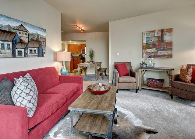Modern city living in this stylish midtown apartment - Sea to Sky Rentals! - Image 1 - Seattle - rentals