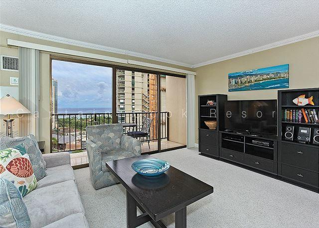 Ocean view high floor 1-bedroom, AC, WiFi, parking, washer/dryer and washlet! - Image 1 - Waikiki - rentals