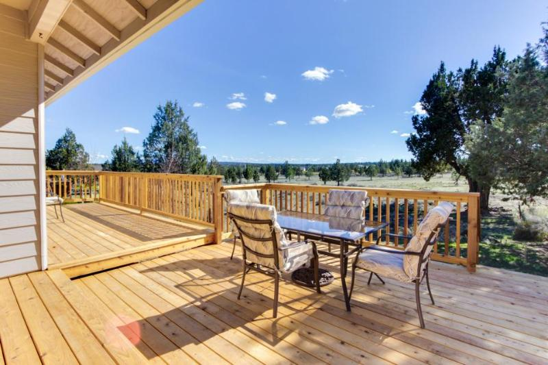 Light & bright family home w/ resort amenities, WiFi! - Image 1 - Redmond - rentals