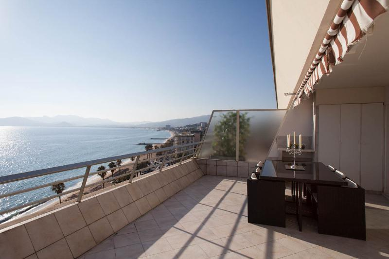 Appartment Facing The Sea Cannes Croisette  4 Pers - Image 1 - Cannes - rentals