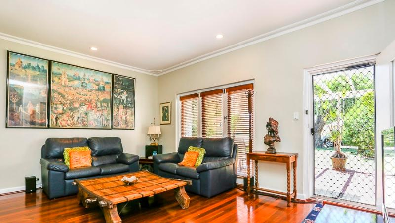 Welcoming, Lounge Room with Amazing coffee table, artwork, French doors, TV Stereo - Trish Cottage Myaree, Perth - Myaree - rentals