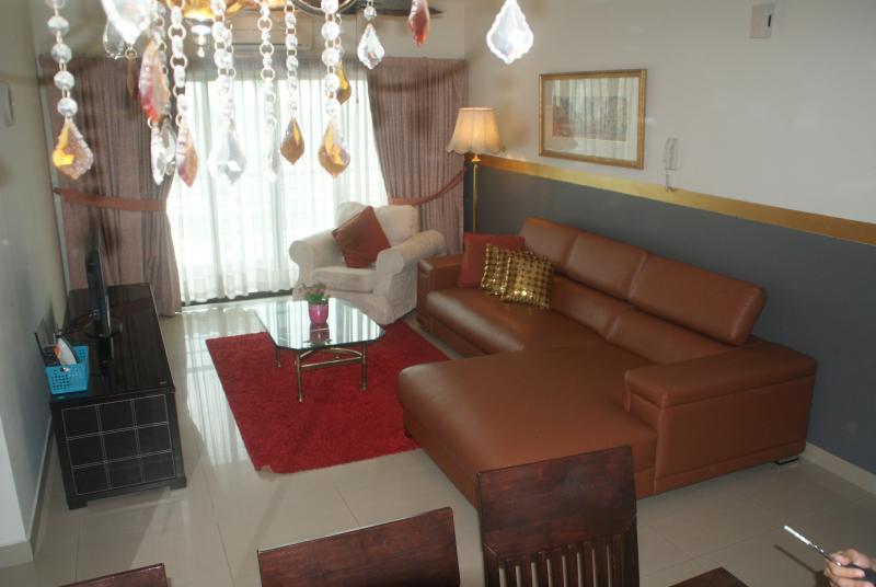 SR116 New Leather Sofa Mac 2015 - Harta8com 4R3B Condo1400sf Bangsar KL City Centre - Kuala Lumpur - rentals