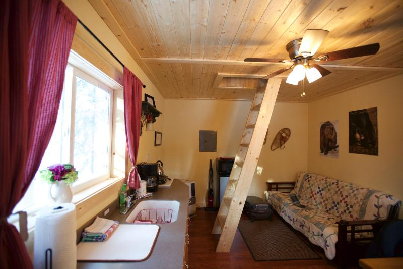 This is our Cabin Snowshoe, includes everything you need for a great and cozy vacation. - Alaska Wildlife Cabins and Hostel - Get the true feeling of Alaska - Enjoy Wildlife and the gorgeous Northern Lights - Fairbanks - rentals