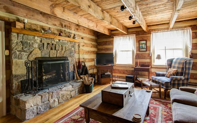 Rustic log cabin with beautiful antique details, 10 minutes from the Homestead, and 2 minutes from the Jefferson Pools - Image 1 - Hot Springs - rentals