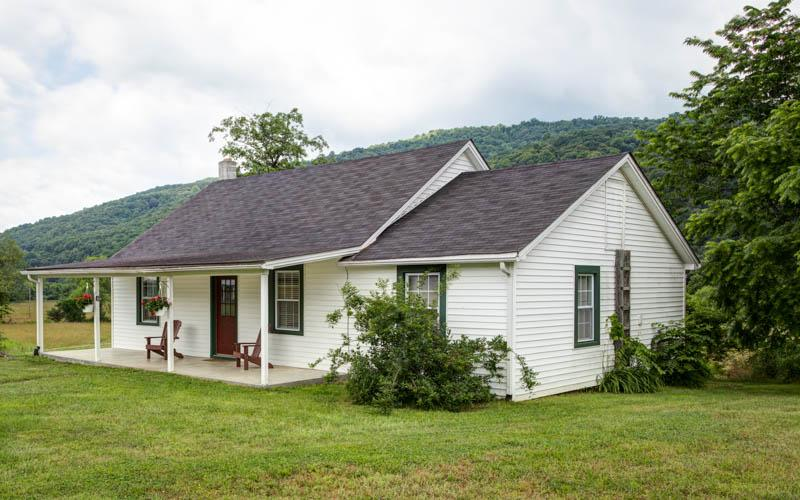 Jackson Cottage - A stunning 2 bed 1 bath cottage beside the Jackson River within Meadow Lane. Convenient access for fly fishing - Image 1 - Hot Springs - rentals