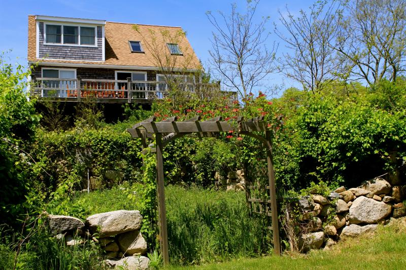 Waterview Cottage in walking distance to Beach - Image 1 - Gay Head - rentals