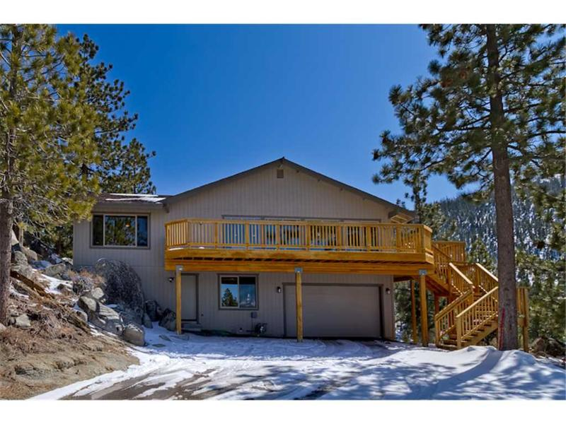 Luxury Mountain Home with Lake Views, Private Hot Tub and a Pool Table (MK03) - Image 1 - Stateline - rentals