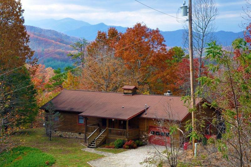 Big Bear Retreat, A Log Cabin in the NC Smoky Mountains - Big Bear Retreat - Nature Surrounds This Centrally Located Log Cabin with Large Yard and Picnic Table, Screened Porch, View, Wi-Fi, and Wood Burning Fireplace - Bryson City - rentals