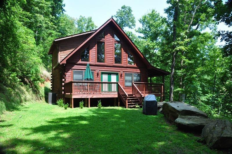 Morning Sun Retreat, The Main House  - Morning Sun Retreat and Guesthouse – Enjoy Mountain Privacy at this All-Wood Cabin with Fire Pit, Wi-Fi, and Xbox 360. The additional Guest House has a Pool Table, Large Screen TV and sleeps 2 more! - Bryson City - rentals