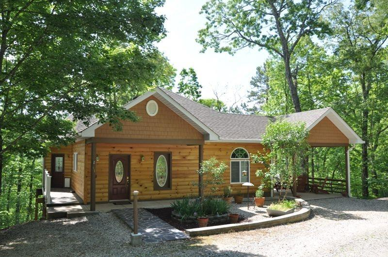 Ridge Runner Retreat - Ridge Runner Retreat – Lovely Log Rental Less than 10 Minutes from Fontana Lake and Almond Marina with Wi-Fi, Hot Tub, and 2 Gas Fireplaces - Bryson City - rentals