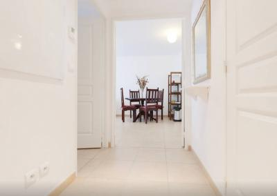 Hallway entry - Bristol Red Superb 2 Bedroom Apartment with a Balcony - Cannes - rentals