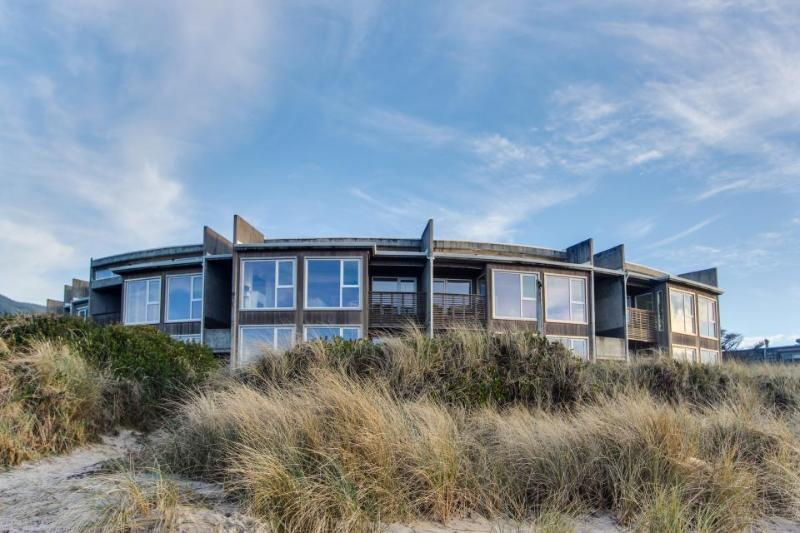 The Brookhaven #104 - Image 1 - Rockaway Beach - rentals