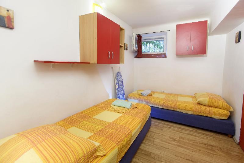 SA3(2+2): interior - 2250  SA3(2+2) - Split - Split - rentals