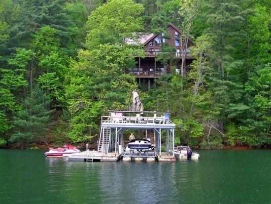 LAKESIDE LODGE- 3BR/3.5BA- CABIN ON LAKE BLUE RIDGE, SLEEPS 9, NEXT DOOR TO LAKE HIDEAWAY, BEAUTIFUL MOUNTAIN VIEW, DOUBLE DECKER DOCK, HOT TUB, WIFI, PET FRIENDLY, SAT TV, GAS LOG FIREPLACE, AND DEEP WATER! ONLY $250 PER NIGHT! - Image 1 - Blue Ridge - rentals