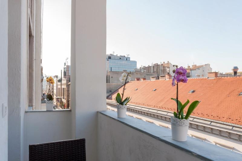 Budapesting's Basilica Balcony Apartment 2Be/2Ba - Image 1 - Budapest - rentals