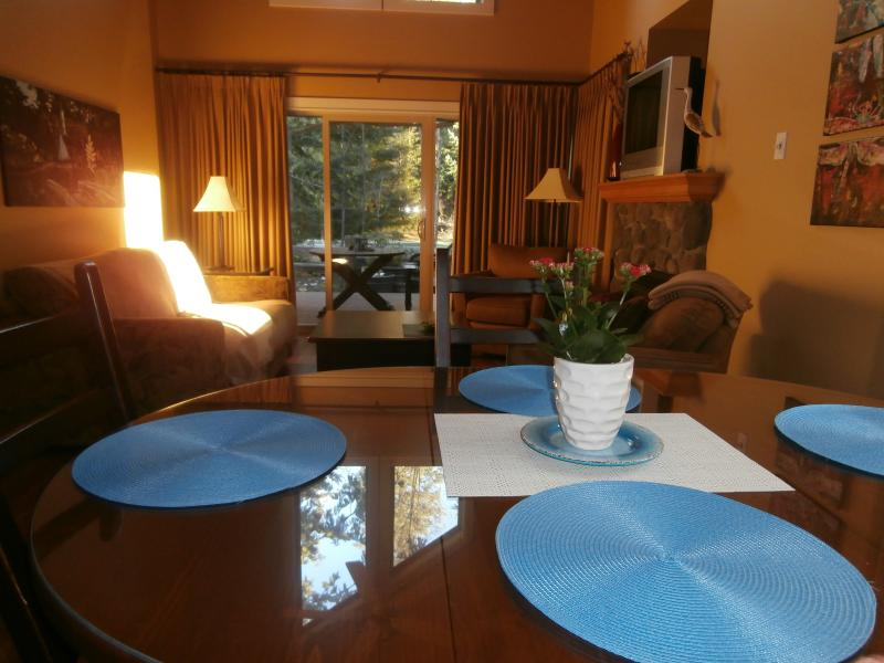 Reconnect with loved ones in your own cozy cottage - Dana's Cozy Cottage, a Parksville Holiday Home - Parksville - rentals