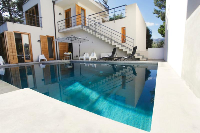 Villa with pool and garden near the sea - Image 1 - Altavilla Milicia - rentals