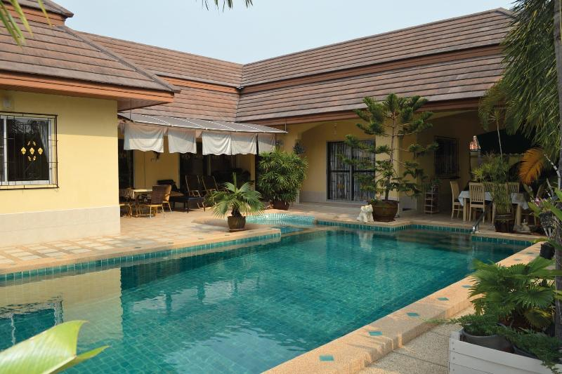 Villa Bos with private pool  in Pattaya - Image 1 - Na Chom Thian - rentals