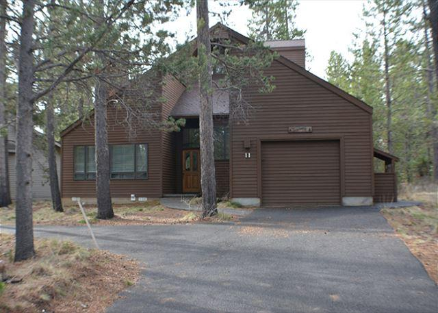 Close To Woodlands Golf Course, Ft Rock Park & The RIver, Private Hot Tub - Image 1 - Sunriver - rentals