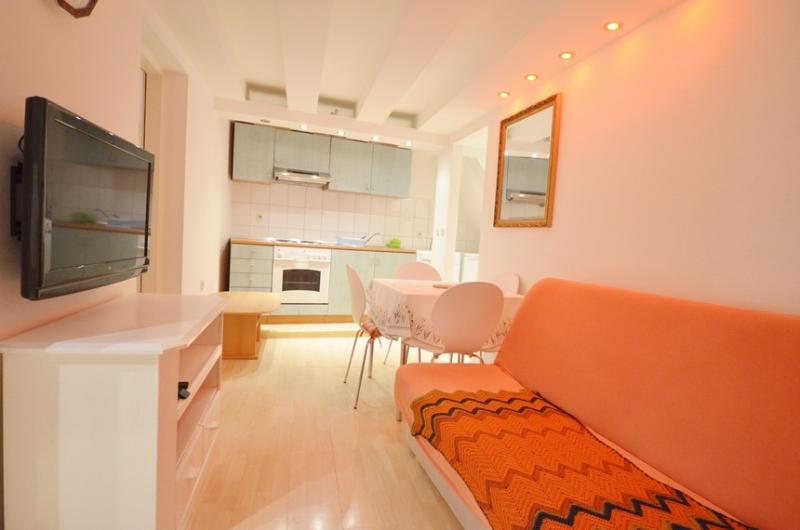 Apartment in Rovinj old town, 5 minutes from the beach - Image 1 - Rovinj - rentals