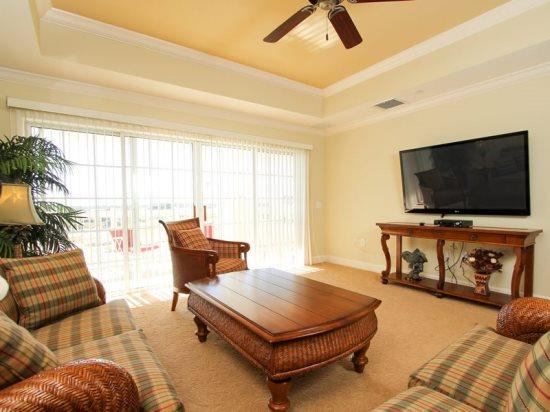 Stunning 3 Bed 3 Bath Overlooking the 11th Hole of the Tom Watson Course. 1368CC-302 - Image 1 - Orlando - rentals