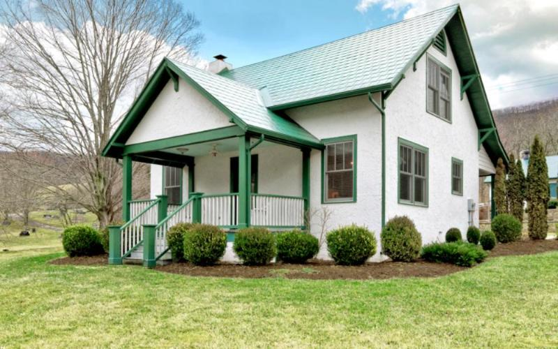 Historic 3 bed cottage located next to the Old Dairy Complex - Image 1 - Hot Springs - rentals