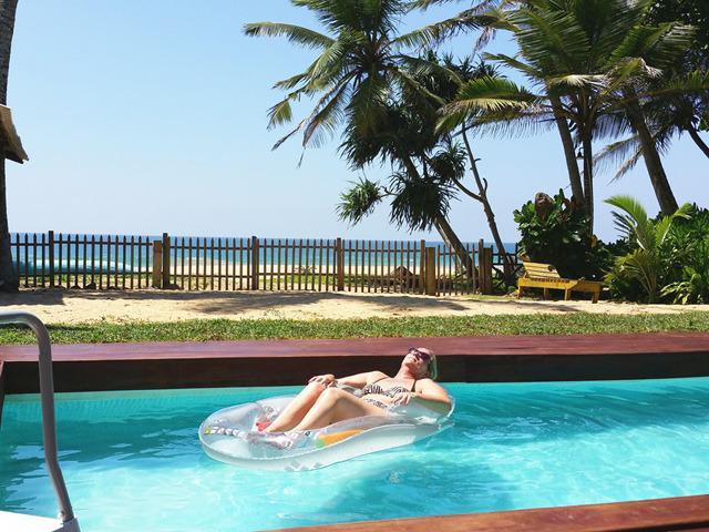 The beachfront swimming pool with beautiful Indian Ocean view! - Tropical Beach House, Hikkaduwa - Hikkaduwa - rentals