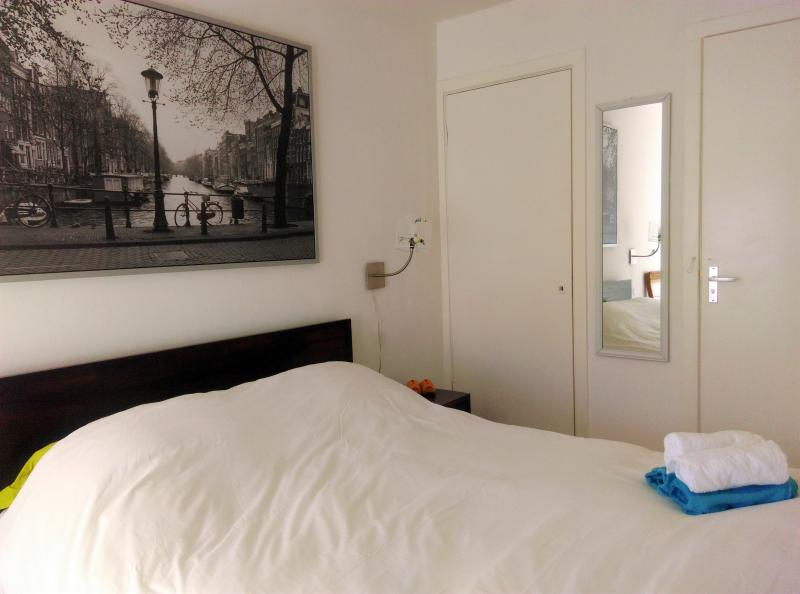 King size guest room  with private entrance /patio - Image 1 - Amsterdam - rentals