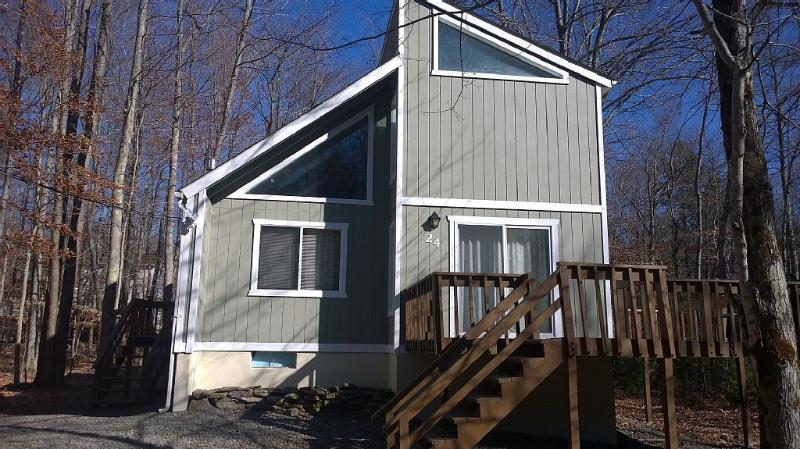 Welcome to your Peaceful Mountain Retreat! - Summer Availability! Walk to Heated Pool-Fpit/WiFi - Pocono Lake - rentals