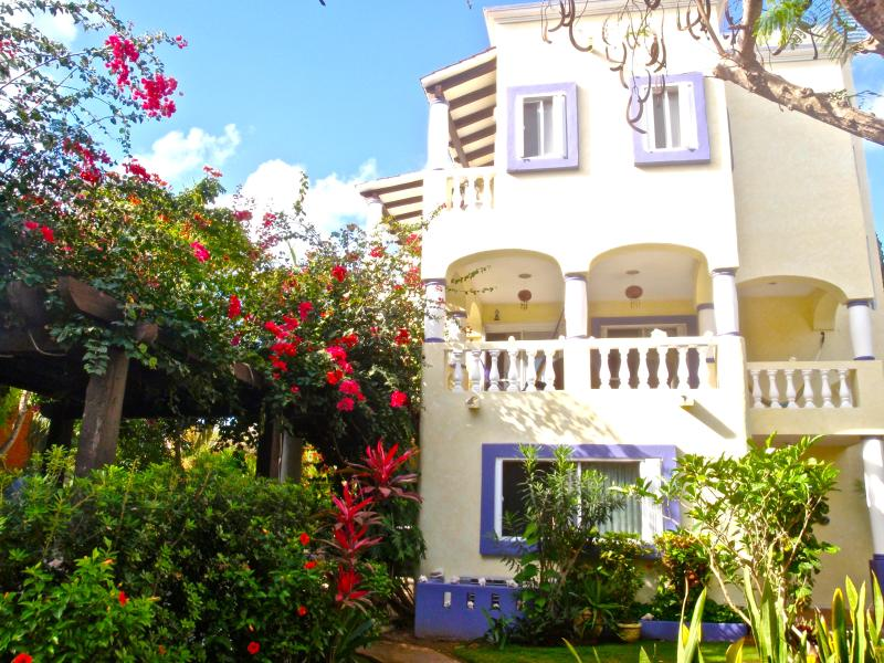 Beautiful 3 Bdrm. Villa-steps to beach & town! - Image 1 - Playa del Carmen - rentals