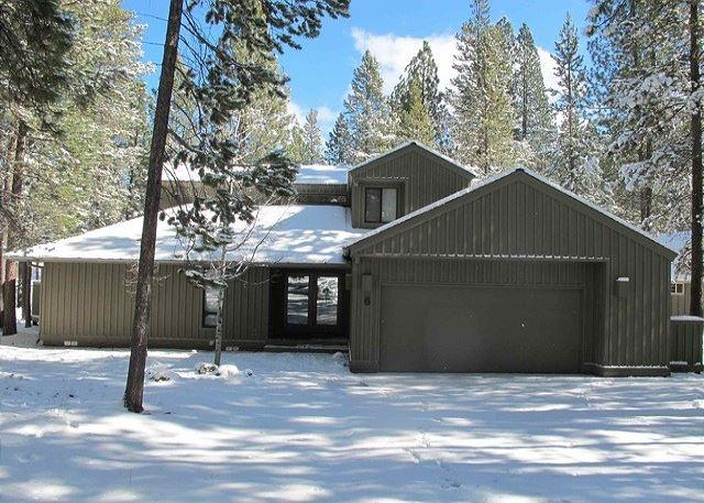 Close To Fort Rock Park, Private Hot Tub, Bikes - Image 1 - Sunriver - rentals